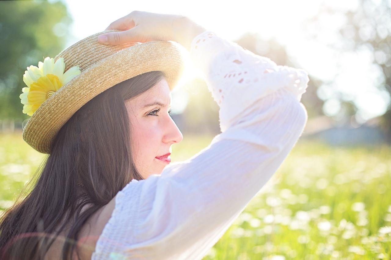 Kilka propozycji na modny kapelusz letni – słomkowy, a może w stylu Audrey Hepburn?